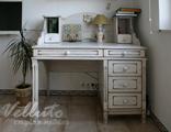 Белый стол из массива дерева