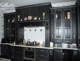 Черная кухня из массива